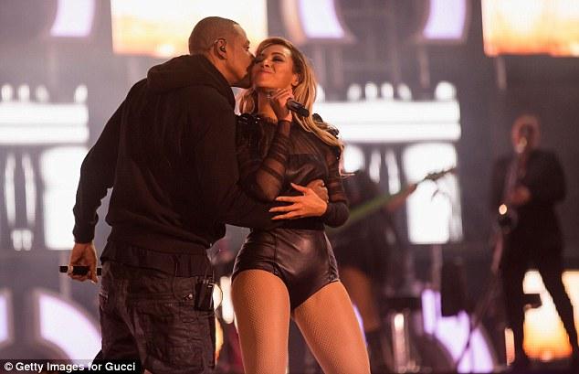 Jay-Z-Kisses-Beyonce
