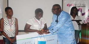 Marilyn-takes-her-cheque-from-Mr-Aheto-Tsegah