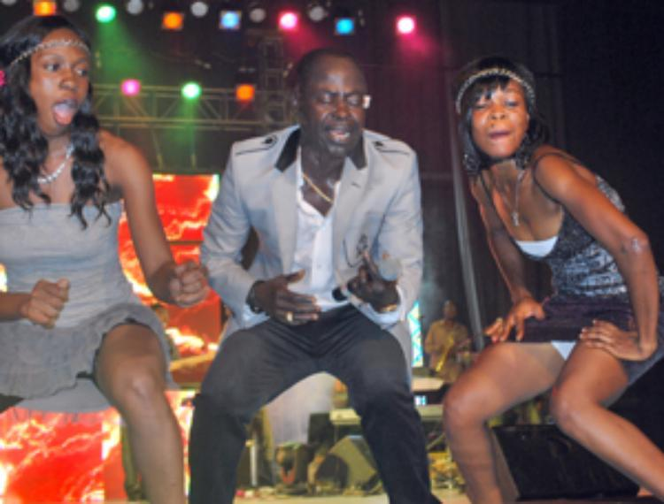Abrantie, No Tribe Streal Show @ Famous 5 Concert