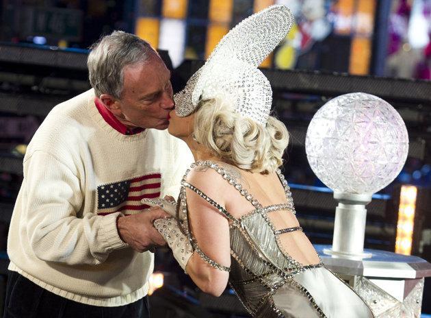 NYC mayor: Girlfriend's kiss better than Gaga's