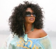 Stephanie Benson Performs@ +233 on Easter Saturday