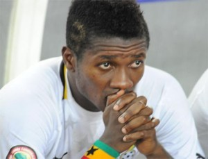 Asamoah Gyan Gives A Carpenter Dirty Slaps