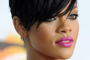 Rihanna Escapes Hotel Fire