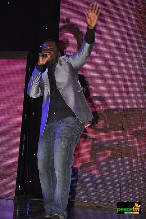 VIDEO: Asem Falls On Stage At RTP Awards…Threatens To Sue Organizers