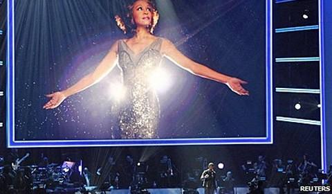 Whitney Houston: stars pay tribute at Grammy show