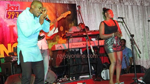 Hundreds slug it out at Joy FM Hi-life Dance Party