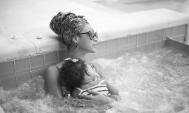 PHOTOS: Beyonce & Baby-Ivy Blue In A Pool