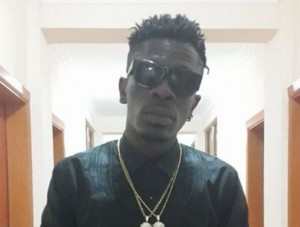 Shatta Wale received a customize 24karat gold chain, reacts to Sarkodie's new range rover