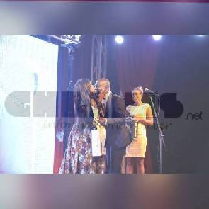 Mcbrown kisses Edward Kufuor at Golden Movie Awards
