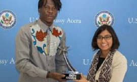 Stonebwoy presents BET Award to American Embassy
