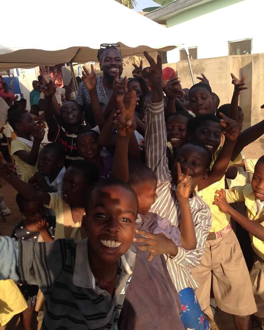Samini Shares Food With Orphans