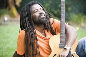 Grammy Award Nominee tells Ghanaian artists Local Language Doesnt Matter!