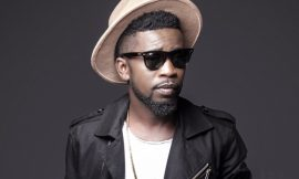 I am not dating Becca| Bisa Kdei
