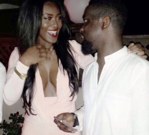 Video: Sarkodie's girlfriend dances at the Rapperholic concert