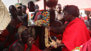 Lady Julia consoles Otumfuo with an expensive gold chain