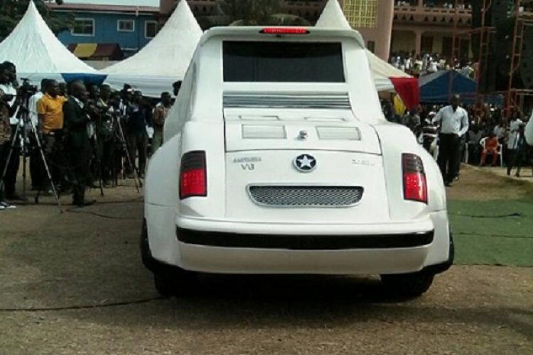 Video : Kantanka Outdoors his Motorbike Limousine And it's the first in the world