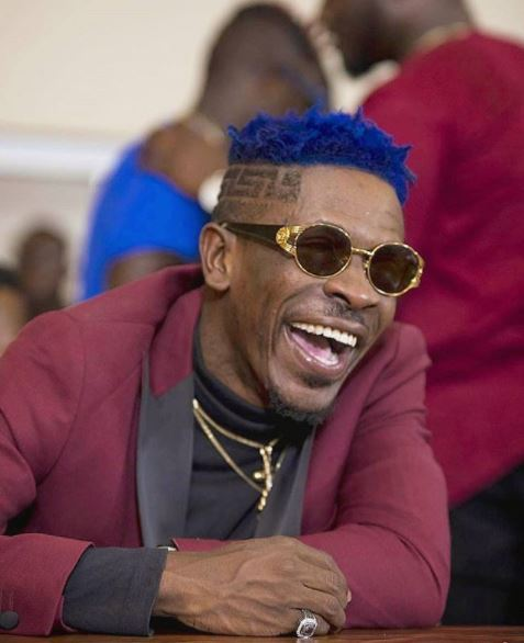 Shatta Wale disrespects Police Officer; drives off when asked to follow to station