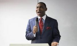 Your mother' – Dr. Lawrence Tetteh 'insults' singer