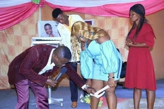 Ghanaians angry over photo of alleged pastor misconduct