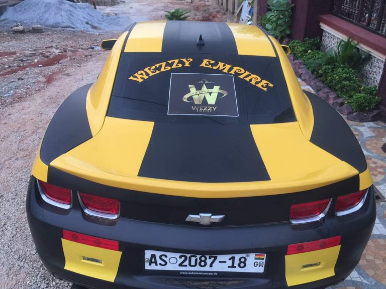 "PHOTOS: Kumawood actor, LilWin ""Causes"" Commotion With  His New 2018 Registered Chevrolet Camaro"