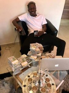 Shatta Wale flaunted dollar bills fake