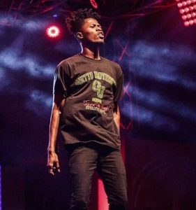 "Video: Kwesi Arthur Causes Commotion at S Concert Stage With ""Woara"""