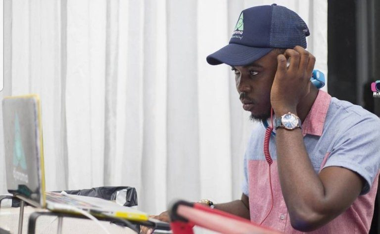 Sarkodie  eulogizes YFM's De Undisputed DJ Aroma For Exceptional Support