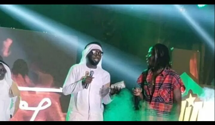 Dubai Borga Gifts Stonebwoy $50,000 Cash On Stage