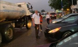 VIDEO : Former President,JJ Rawlings Gets Down From His Car To Direct Traffic