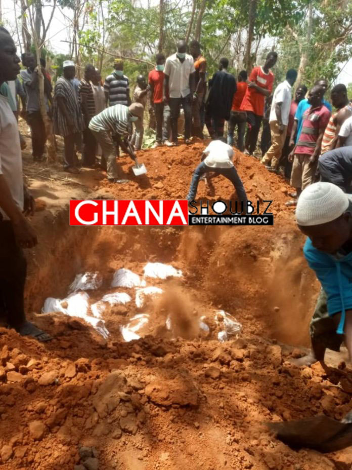 (PHOTOS)Kintampo accident: 35 passengers burnt beyond recognition given mass burial