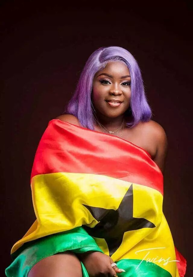 Maame Serwaa Shock The Whole Ghana As Goes Nakket To Rock The Ghana FLAG To Celebrate Ghana's Independence [Photos]