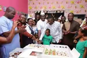 PHOTOS: Stonebwoy, Bola Ray Join NPP's Sammy Awuku To Mark Birthday At 37 Children's Ward