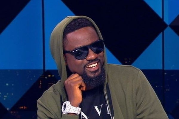 Sarkodie Warns Bleaching Ladies In His Freestyle Rap