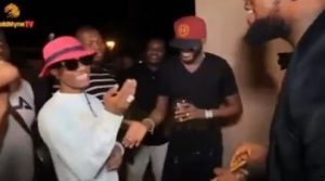 Furore on twitter over Wizkid's alleged disrespectful greetings to 2baba