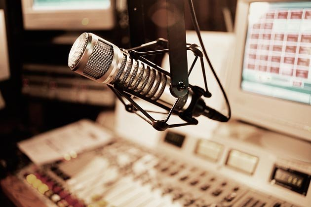 Should radio stations be shut down for licensebreaches?