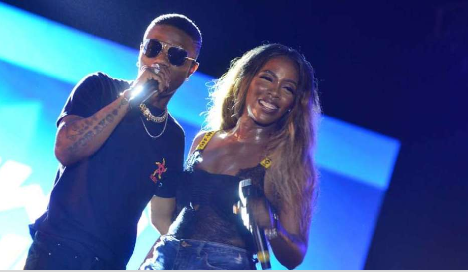 [VIDEO] Wizkid and Tiwa Savage share a french kiss in France.