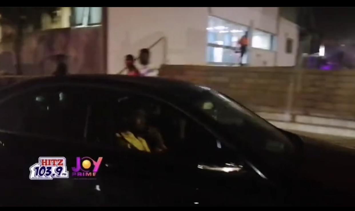 YAWA KORAA: Patoranking caught leaving CardiBInGhana concert